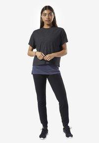 Reebok - TRAINING ESSENTIALS RIBBED TEE - Basic T-shirt - black - 0