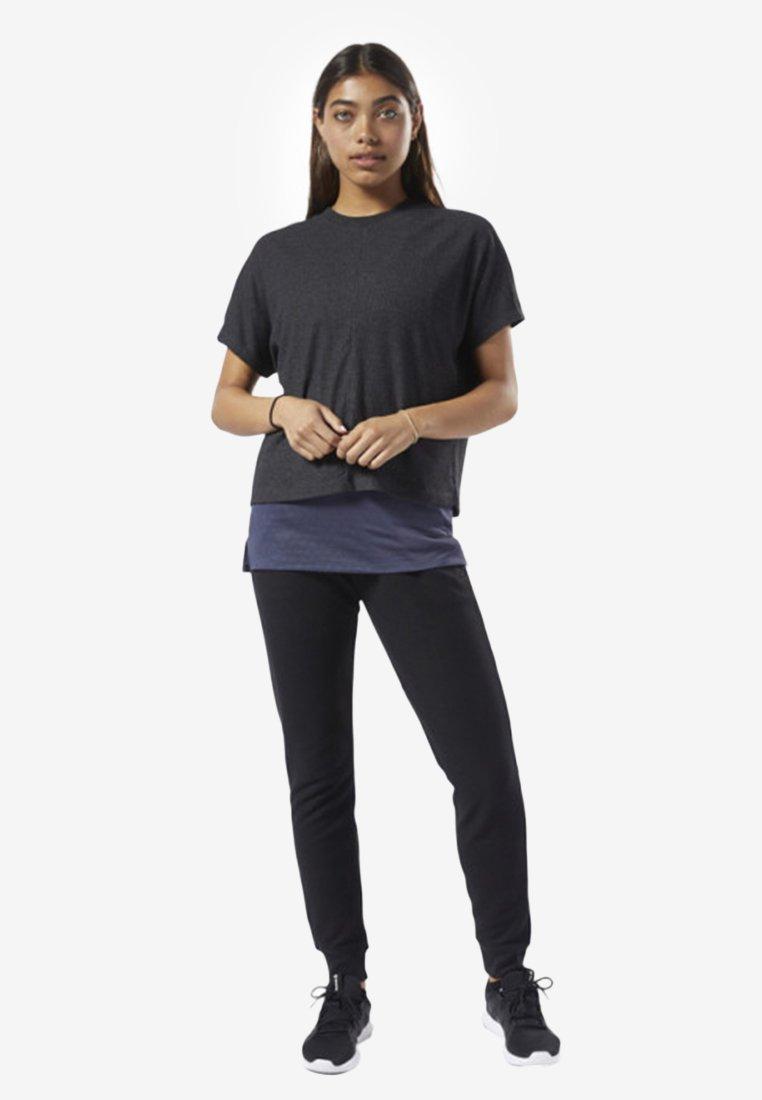 Reebok - TRAINING ESSENTIALS RIBBED TEE - Basic T-shirt - black