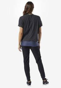 Reebok - TRAINING ESSENTIALS RIBBED TEE - Basic T-shirt - black - 2