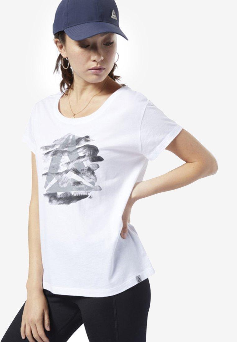 Reebok - GRAPHIC SERIES CAMO EASY TEE - T-Shirt print - white