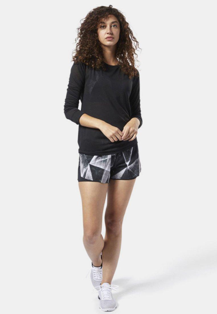 Reebok - ONE SERIES BURNOUT LONG SLEEVE TEE - Sports shirt - black