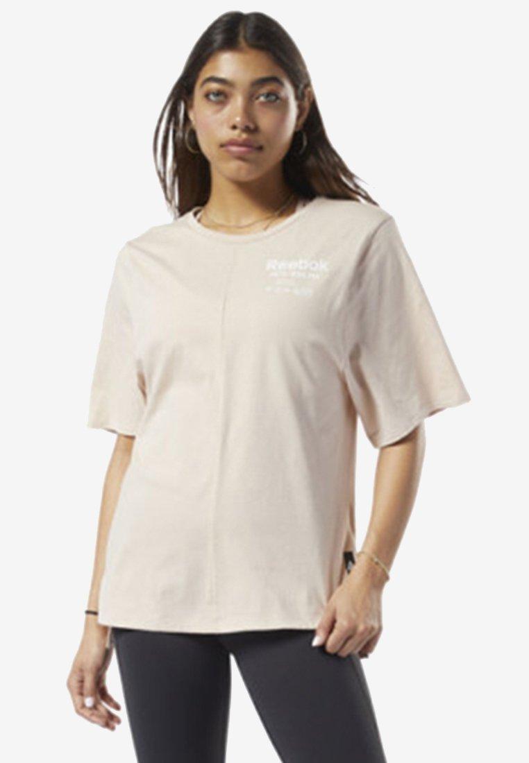 Reebok - TRAINING SUPPLY GRAPHIC TEE - Sports shirt - buff