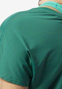 Reebok - ACTIVCHILL TEE - T-shirt basic - green - 4