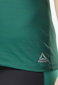 Reebok - ACTIVCHILL TEE - T-shirt basic - green - 5