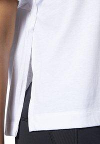 Reebok - MEET YOU THERE GRAPHIC TEE - Print T-shirt - white - 5
