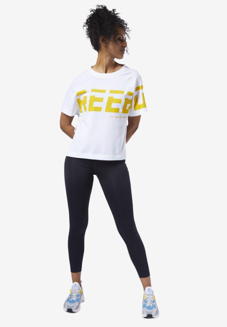 Reebok - MEET YOU THERE GRAPHIC TEE - Print T-shirt - white