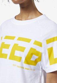 Reebok - MEET YOU THERE GRAPHIC TEE - Print T-shirt - white - 4
