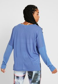 Reebok - WOR SUPREMIUM LONG SLEEVE - Long sleeved top - blubla - 2