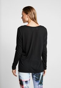 Reebok - WOR SUPREMIUM LONG SLEEVE - Long sleeved top - black - 2