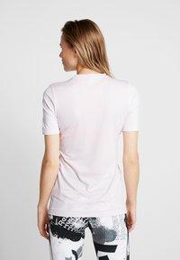 Reebok - TEE - Camiseta básica - pink - 2