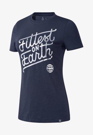 REEBOK FITTEST ON EARTH TEE - Print T-shirt - heritage navy