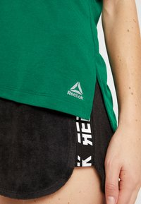 Reebok - DETAIL TEE - T-shirt basique - clover green - 5