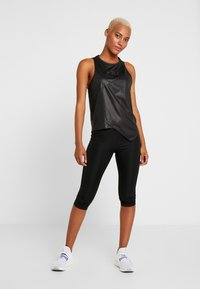 Reebok - GRAPHIC TANK - Topper - black - 1