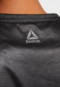 Reebok - GRAPHIC TANK - Topper - black - 3
