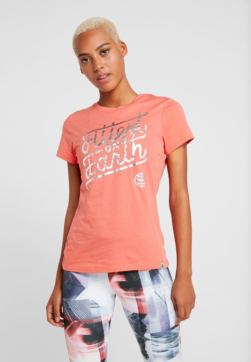 Reebok - FITTEST ON EARTH TEE - Print T-shirt - rosette