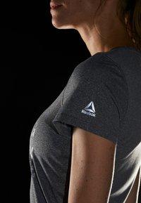 Reebok - REFLECT TEE - T-shirt med print - black - 3