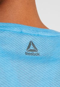 Reebok - TEE - T-shirts med print - cyan - 6
