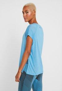 Reebok - TEE - T-shirts med print - cyan - 2