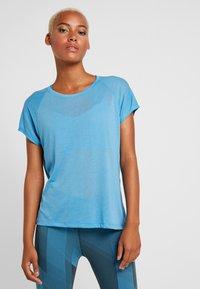Reebok - TEE - T-shirts med print - cyan - 0