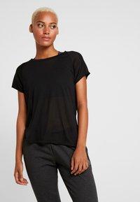 Reebok - TEE - T-shirts med print - black - 0