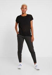 Reebok - TEE - T-shirts med print - black - 1
