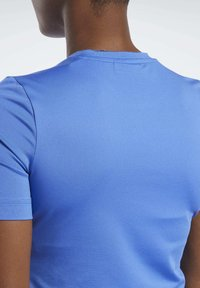 Reebok - WORKOUT READY SUPREMIUM TEE - Basic T-shirt - blue - 4