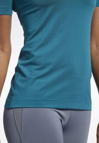 Reebok - WORKOUT READY SUPREMIUM TEE - T-shirts - heritage teal - 5