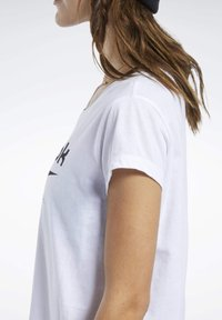 Reebok - GRAPHIC TEE - T-shirts med print - white - 5