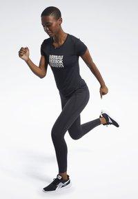 Reebok - ACTIVCHILL GRAPHIC TEE - T-shirt print - black - 1