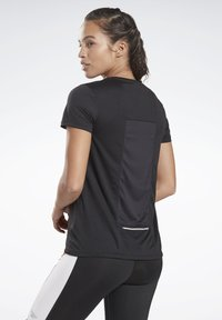 Reebok - RUNNING ESSENTIALS SPEEDWICK TEE - T-shirt basic - black - 2