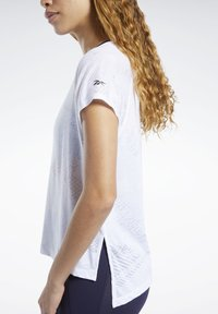 Reebok - BURNOUT TEE - Printtipaita - white - 4