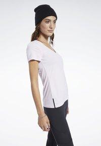 Reebok - ACTIVCHILL TEE - T-shirt basic - pink - 2
