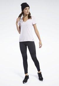Reebok - ACTIVCHILL TEE - T-shirt basic - pink - 1