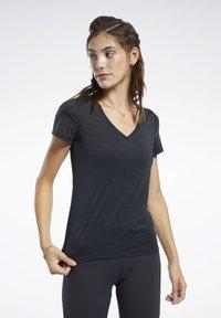 Reebok - ACTIVCHILL TEE - T-shirts - black - 0
