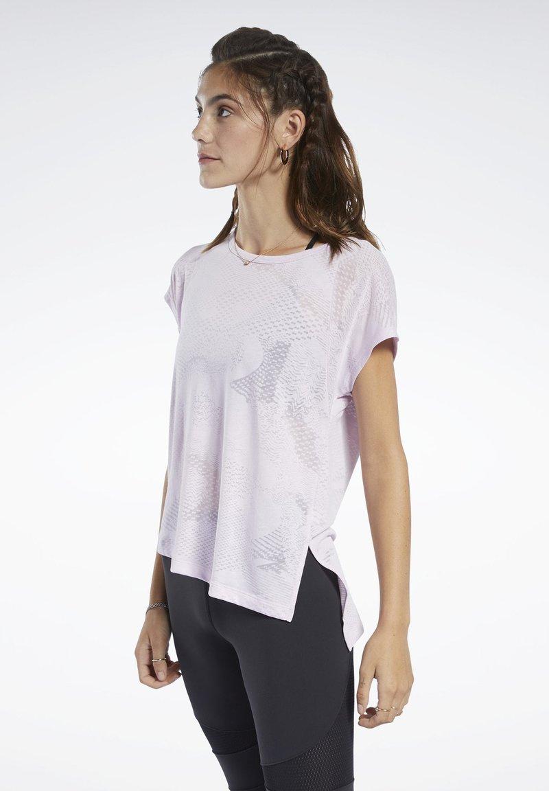 Reebok - BURNOUT TEE - Print T-shirt - pixel pink