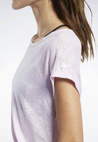 Reebok - BURNOUT TEE - Print T-shirt - pixel pink - 4