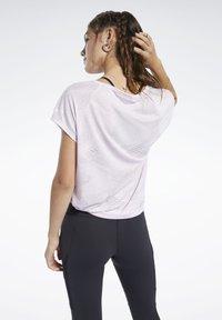 Reebok - BURNOUT TEE - Print T-shirt - pixel pink - 2