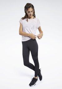Reebok - BURNOUT TEE - Print T-shirt - pixel pink - 1