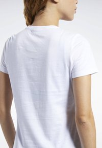 Reebok - TRAINING ESSENTIALS GRAPHIC TEE - T-shirt z nadrukiem - white - 4
