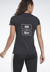 Reebok - ONE SERIES RUNNING ACTIVCHILL TEE - Print T-shirt - black - 2