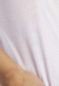 Reebok - VECTOR GRAPHIC TEE - T-shirt print - pixel pink - 5