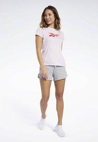 Reebok - VECTOR GRAPHIC TEE - T-shirt print - pixel pink - 1
