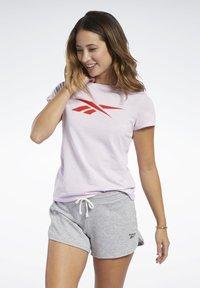 Reebok - VECTOR GRAPHIC TEE - T-shirt print - pixel pink - 0