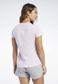 Reebok - VECTOR GRAPHIC TEE - T-shirt print - pixel pink - 2