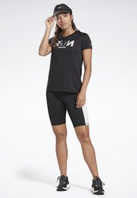 Reebok - RUNNING ESSENTIALS TEE - T-shirt print - black - 1
