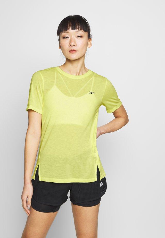 SUPREMIUM DETAIL TEE - Print T-shirt - lemon glow