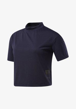 ONE SERIES RUNNING NIGHT RUN TEE - T-shirts med print - purple