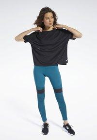 Reebok - PERFORATED TEE - T-shirts med print - black - 1