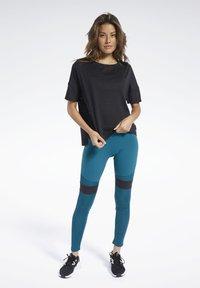 Reebok - PERFORATED TEE - T-shirts med print - black - 3