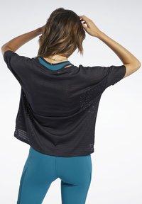 Reebok - PERFORATED TEE - T-shirts med print - black - 2